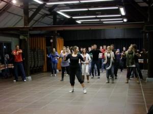 Leer met een groep in korte tijd een synchrone en flitsende dans.